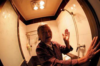 老年人怎样选择浴霸